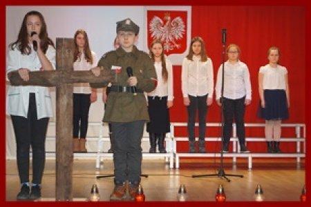 Występy naszych uczniów w obchodach Narodowego Dnia Pamięci Żołnierzy wykl�